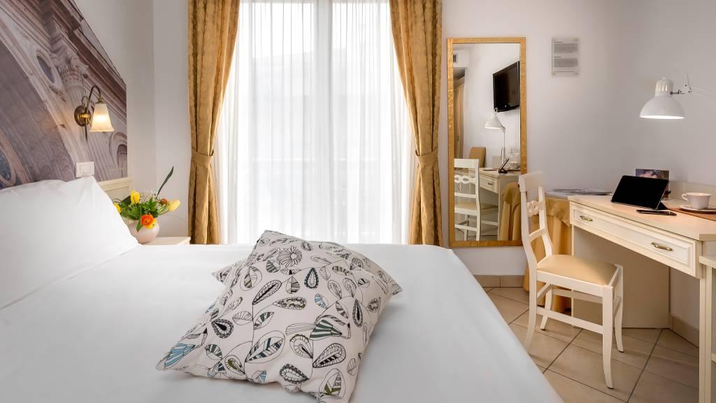 hotel-sovrana-&-spa-rimini-rooms-13
