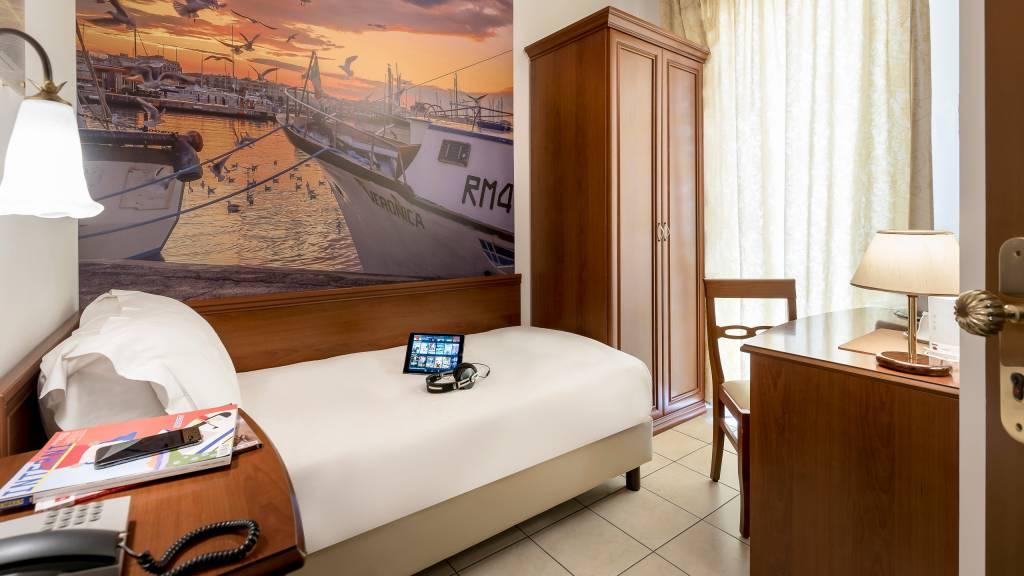 hotel-sovrana-&-spa-rimini-rooms-31-2