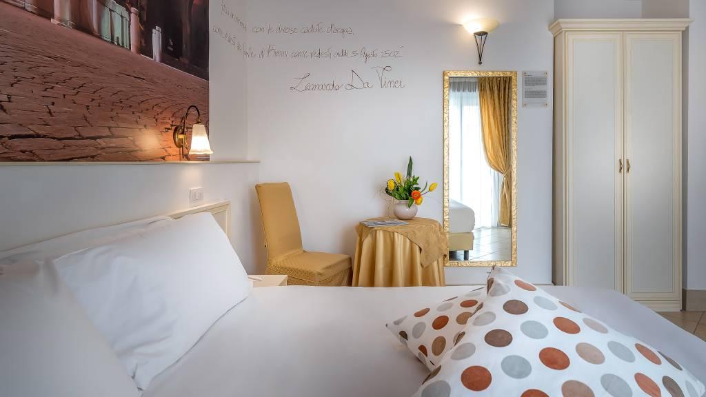 Hotel-Sovrana-Rimini-rooms-5