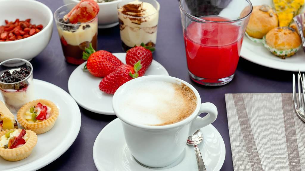 Hotel-Sovrana-Rimini-breakfast-26