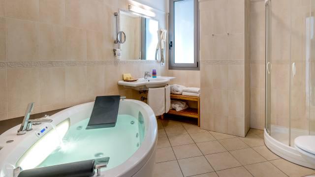 Vasca Da Bagno Sovrana Prezzi.Sovrana Hotel Spa Rimini Sito Ufficiale Miglior Tariffa Online